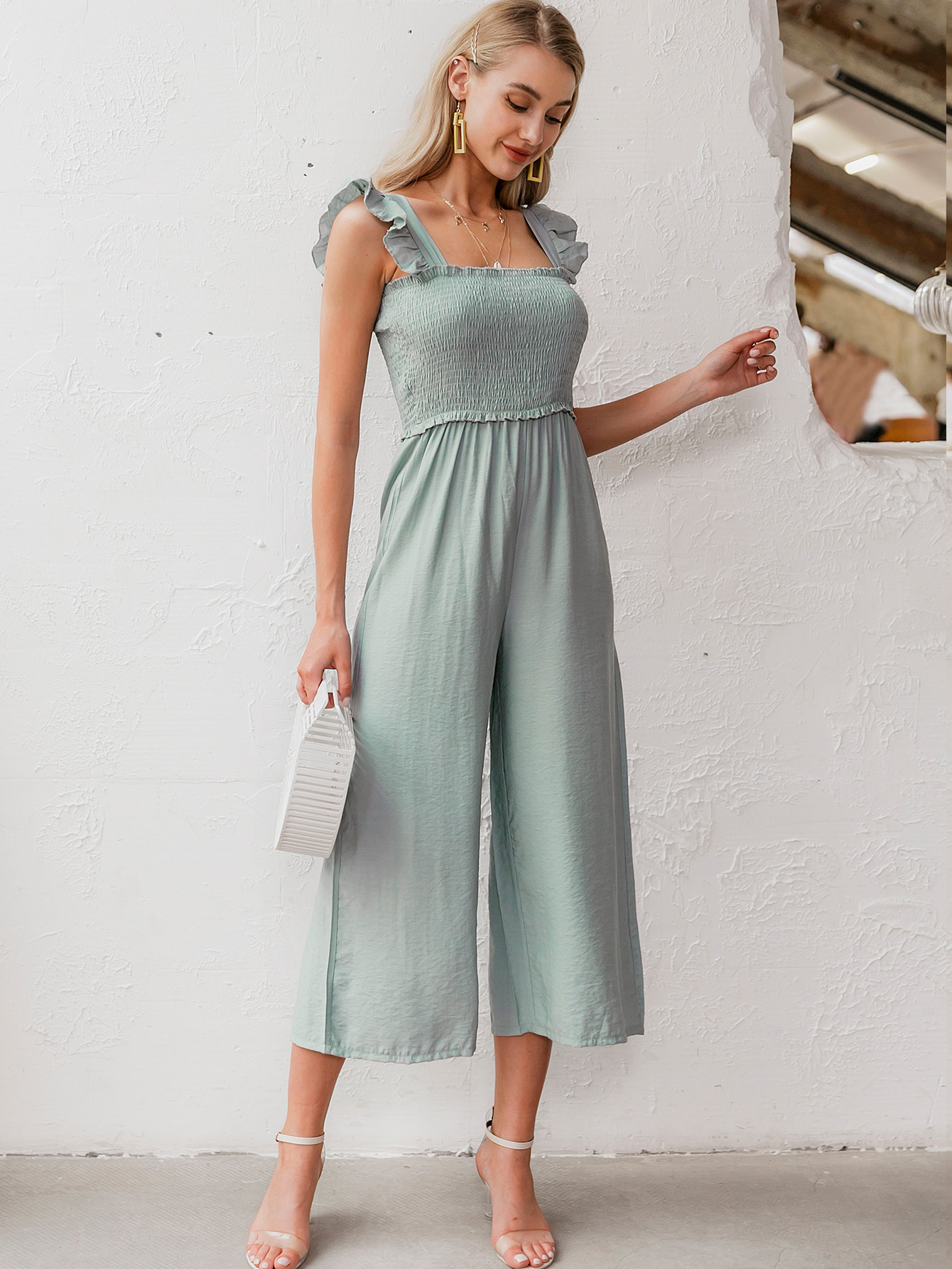 Sweet sleeveless cropped jumpsuit wholesale fashion women's clothes NHDE201702